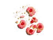 Czereśniowy migdałowy amaretti ciastko rozdrobni na bielu Zdjęcia Stock