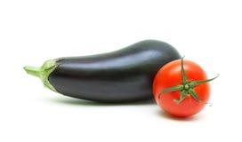 Czereśniowy pomidor i oberżyna odizolowywający na białym tła zakończeniu up Zdjęcie Stock