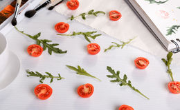 Czereśniowych pomidorów ans arugula obraz royalty free
