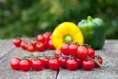 Czereśniowi pomidory i dzwonkowi pepers Fotografia Stock