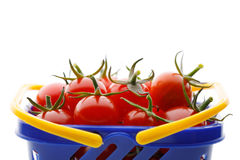 Czereśniowi pomidory w wózek na zakupy Fotografia Stock
