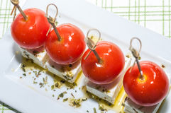 Czereśniowi pomidory z feta oliwa z oliwek i serem Obrazy Royalty Free