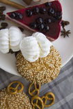 Czereśniowy cheesecake z ciastkami 05 Obrazy Royalty Free