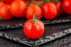 Czereśniowi pomidory na łupkowym backgound Obraz Stock