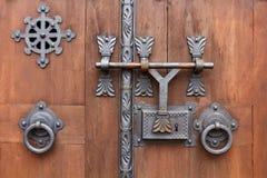 Czerepów piękni dopasowania, drewniany drzwi kościół katolicki Handmade starzy mistrzowie Obrazy Stock