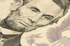 Czerepów rachunki w pięć amerykan dolarach Obrazy Stock