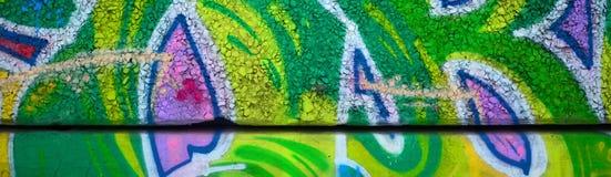 Czerep barwioni uliczni sztuka graffiti obrazy z konturami i podcieniowanie zamkni?ty w g?r? fotografia royalty free