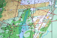 Czerep bawi się topograficzną mapę Zdjęcia Royalty Free
