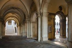 Czerep doża pałac, antyczni projektów elementy zdjęcia stock