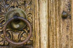 Czerep drewniany cyzelowanie na drzwi Fotografia Stock