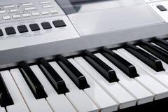 Czerep elektroniczna syntetyk klawiatura z kontrolnymi guzikami Obraz Stock