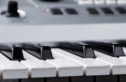 Czerep elektroniczna syntetyk klawiatura z kontrolnymi guzikami Zdjęcie Royalty Free