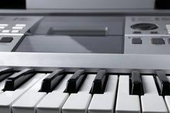 Czerep elektroniczna syntetyk klawiatura z kontrolnymi guzikami Fotografia Stock
