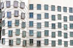Czerep fasada Dancingowy dom w Praga zdjęcia royalty free