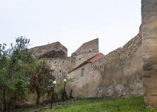 Czerep forteczna ściana Rupea cytadela budował w czternastym wieku na drodze między Sighisoara i Brasov w Rumunia Zdjęcie Stock