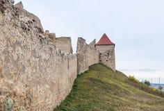 Czerep forteczna ściana Rupea cytadela budował w czternastym wieku na drodze między Sighisoara i Brasov w Rumunia Obrazy Stock
