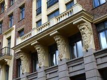 Czerep mieszkaniowy powikłany ` Szlachetny Gniazdowy ` w Bolshoy Levshinsky pasie ruchu Moskwa Fotografia Royalty Free