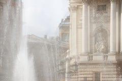 Czerep opera w promieniach światło słoneczne i pluśnięciach fontanna Romans i piękno antyczny miasto Lviv miasteczko obrazy royalty free