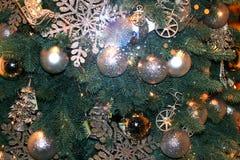 Czerep piękna elegancka choinka w zabawkach Nowy Rok boże narodzenia obraz stock