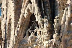 Czerep rzeźbiony skład od żyć saints na fasadzie Sagrada rodzina w Barcelona, Hiszpania fotografia royalty free