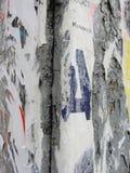 Czerep stara ścienna tekstura z śladami wiele warstwy poszarpani plakaty i zawiadomienia Zdjęcie Stock