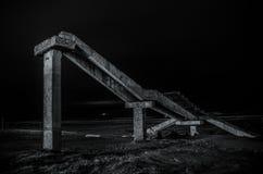 Czerep stary conrete most blisko nadmorski Nabran Północ Azerbejdżan Morze Kaspijskie przy nighttime z freezelight na nim w Obraz Stock
