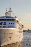 Czerep statek wycieczkowy przy molem Zdjęcie Stock