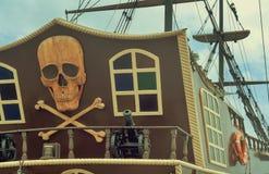 Czerep stern przyjemność statek z pirata logem Fotografia Stock