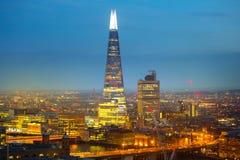 Czerep szkło przy Londyn mostem Miasto Londyn przy zmierzchem Biznesu i bankowości aria widok przy półmrokiem london wielkiej bry Obrazy Royalty Free