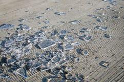 Czerepy roztrzaskujący lód Fotografia Stock