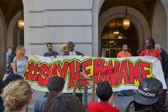Czerni życia liczą się protestors trzyma plakat podczas marszu na C Obrazy Royalty Free