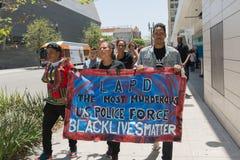 Czerni życia liczą się protestors trzyma plakat podczas marszu na C Fotografia Stock