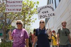 Czerni życia liczą się protestors trzyma plakat podczas marszu na C Obrazy Stock
