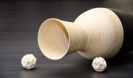 Czerni i kości słoniowej wywrócony dzbanek Zdjęcia Stock