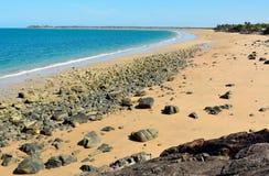 Czerni plaża w Mackay, Australia Zdjęcie Royalty Free