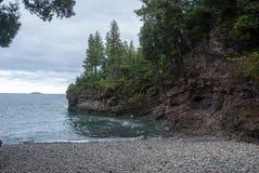 Czerni skał plaża, Presque wyspy park, Marquette, Michigan, usa Zdjęcia Royalty Free