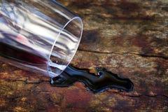 czerwień rozlewający wino obraz royalty free