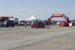 Czerwień sportów samochód czeka drużynowego początek na Resinge ` s włóczydłach Zdjęcia Stock