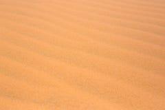 czerwień piaska diun tekstury wzoru czerwieni pustyni piaska diun tekstury Pustynny wzór w lecie Obrazy Royalty Free