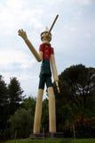 Czerwiec 09 2015; Collodi, Włochy; wysoki drewniany Pinocchio w świacie w Collodi, Tuscany Zdjęcie Royalty Free