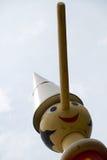 Czerwiec 09 2015; Collodi, Włochy; wysoki drewniany Pinocchio w świacie w Collodi, Tuscany Obrazy Stock