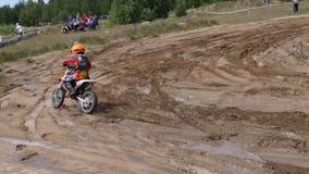 Czerwiec 10, 2018 federacja rosyjska, Bryansk region, Ivot - ekstremum sporty, przecinający motocross Motocyklista wchodzić do zbiory