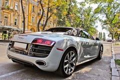Czerwiec 17, 2014, Kijów, Ukraina Audi R8 Spyder w mieście zdjęcia stock