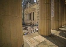 CZERWIEC 7, 2018 New York Stock Exchange Exerior z USA Zaznacza - jak widzieć kolumny Federacyjny Hall - Nowy Jork, Nowy Jork, us fotografia stock