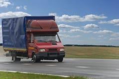 czerwieni doręczeniowa ciężarówka obraz stock
