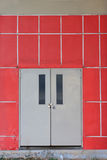 czerwieni drzwiowa ściana Zdjęcia Royalty Free
