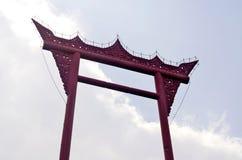 czerwieni gigantyczna huśtawka Zdjęcia Royalty Free