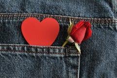 Czerwieni róża z czerwonym sercem Obrazy Royalty Free