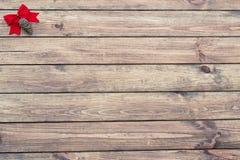 Czerwona łęku i sosny szyszkowa choinka Zdjęcia Stock