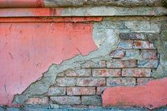 Czerwona ściana z cegieł połówka zakrywająca z malującym betonem, rama dla projekta Obrazy Stock